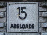 Adelgade 15-19 (b) - fra den lave mur til gaden.JPG-for-web-small
