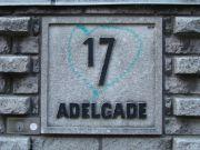 Adelgade 15-19 (c) - fra den lave mur til gaden.JPG-for-web-small