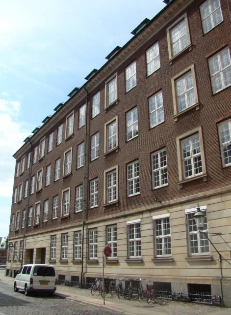 Admiralgade 28 - Holmens Kanal 42 - Ved Stranden 2-8 - Boldhusgade 1 - her Holmens Kanal 42 - Ved Stranden 2 - 12