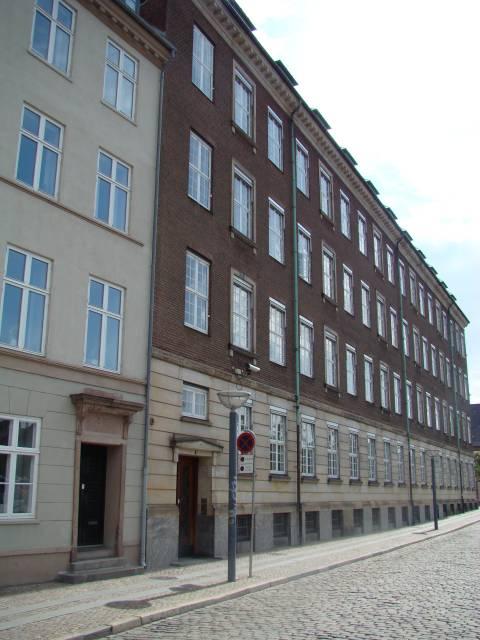 Admiralgade 28 - Holmens Kanal 42 - Ved Stranden 2-8 - Boldhusgade 1 - her Holmens Kanal 42 - Ved Stranden 2 - 13