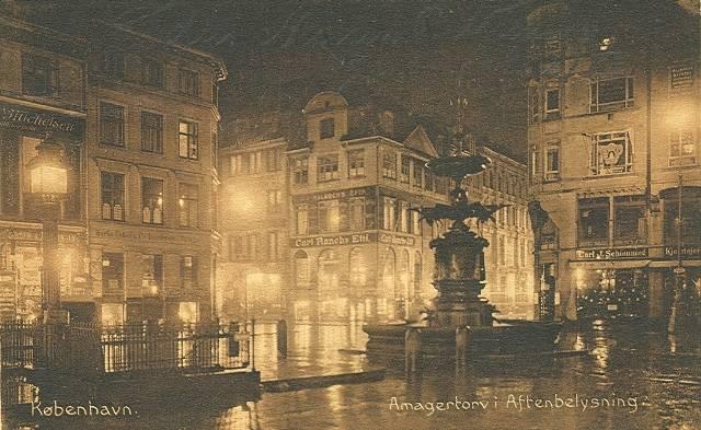 Amagertorv i aftenbelysning - Postkort nr.33140 udgivet af Stenders Forlag - afsendt i 1916