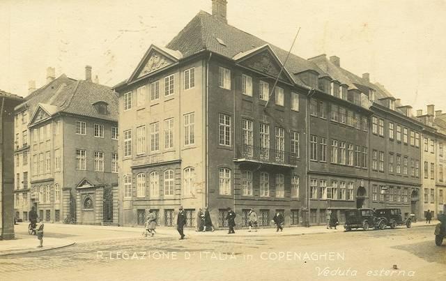 Amaliegade - Den italienske ambassade på hjørnet af Amaliegade og Sankt Annæ Plads - postkort fra ca 1910
