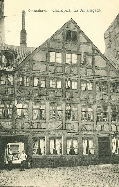 Amaliegade - Gårdparti fra Amaliegade - postkort fra ca 1915
