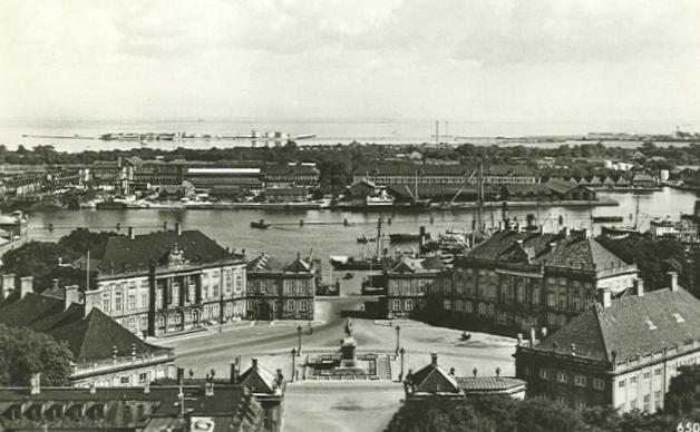 Amalienborg Slotsplads - 1 - ældre postkort