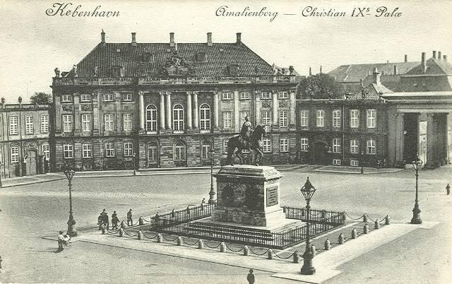 Amalienborg Slotsplads - 2 - ældre postkort
