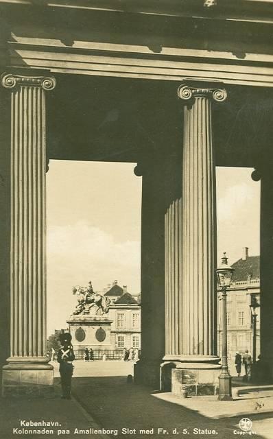 Amalienborg Slotsplads - 4 - ældre postkort