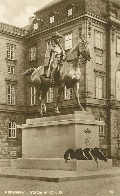 Christiansborg Ridebane - 6 - statue af Christian IX - Rudolf Olsen nr.56 - kort fra 1932