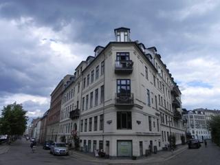 christianshavns-voldgade-1-3-overgaden-oven-vandet-2-2a-lille-tv