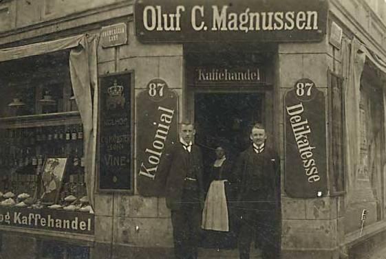 Fredericiagade 34 - Store Kongensgade 87 - postkort med Magnussens kolonial- og kaffehandel