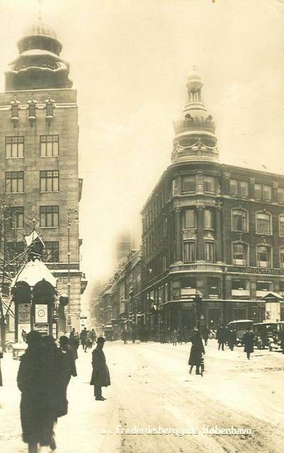 frederiksberggade-postkort-set-fra-gammel-torv-nytorv-ca-1925