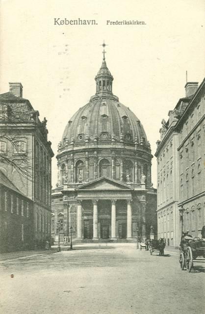 frederiksgade-postkort-med-marmorkirken-ca-1910