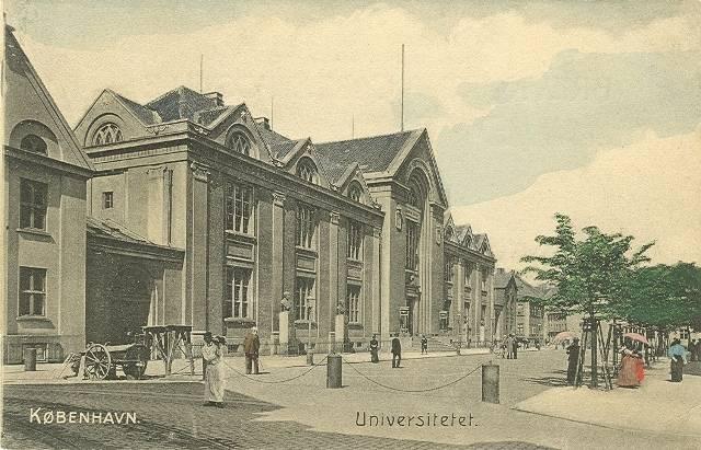 Frue Plads - postkort Frue Plads med universitetsbygningen samt Fiolstræde i baggrunden