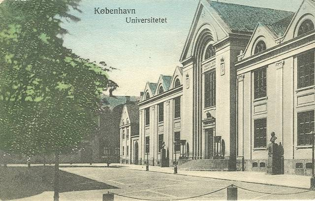 Frue Plads - postkort med Frue Plads og universitetsbygningen med Nørregade i baggrunden