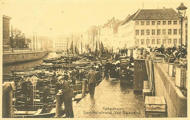 gammel-strand-postkort-nr-7784-gammel-strand-ved-baadene-afsendt-i-1918