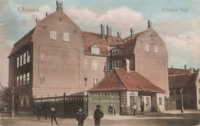 gammel-vagt-postkort-med-vagtbygningen-afsendt-i-1909