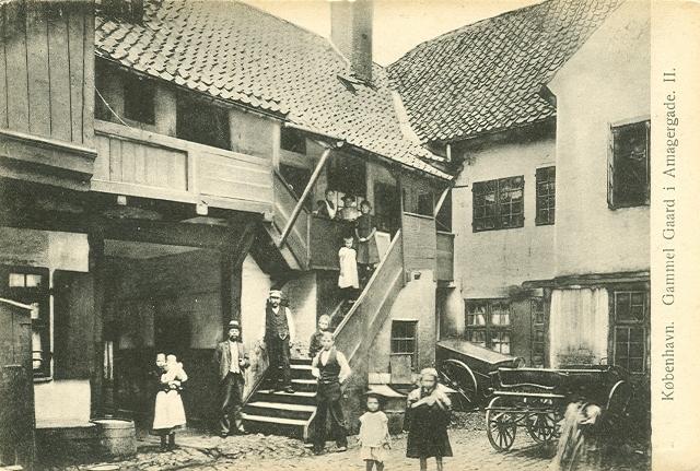 Gammel gård i Amagergade - postkort nr.544 af Fritz Benzen - postkort fra ca.1910