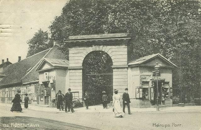 Georg Brandes Plads 3 - Gothersgade 60-76-78 - Kronprinsessegade 1-25 - Sølvgade 31 - 12 - postkort af Hørups Port