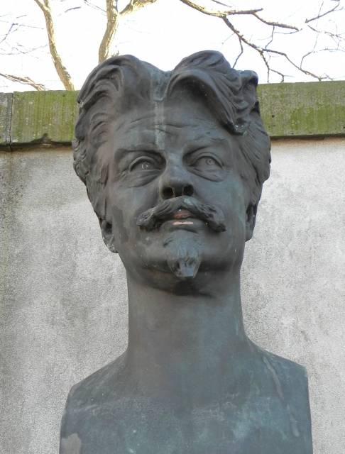 georg-brandes-plads-buste-med-georg-brandes-foto-fra-marts-2014