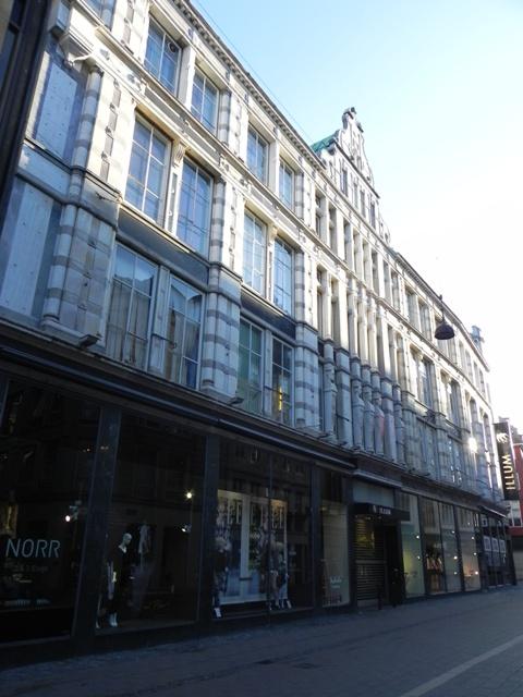 Købmagergade 2-20 - Silkegade 4 - Pilestræde 1-13 - Østergade 52-60 - 14 - facaden til Østergade set med ryggen til Amagertorv