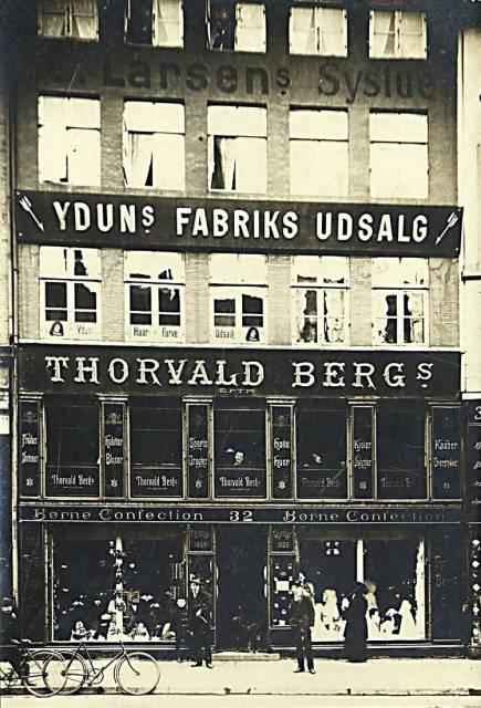 Købmagergade 32 - 7 - Thorvald Bergs Børneconfection, Yduns Fabiks Udsalg og Larsens Systue