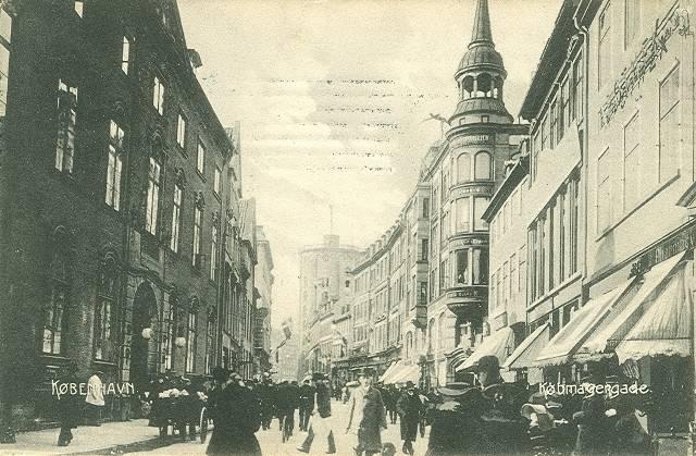 Købmagergade 33-37 - Valkendorfsgade 2-4 - Løvstræde 1-5 - 2 - Købmagergade Postkontor ses her til venstre på et postkort fra 1909