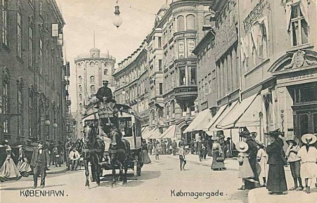 Købmagergade 33-37 - Valkendorfsgade 2-4 - Løvstræde 1-5 - 8 - Set mod Rundetårn; Købmagergades Postkontor ses til venstre