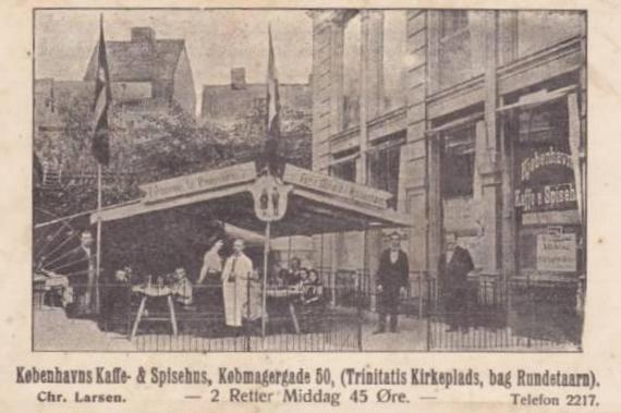 Købmagergade 50-50a-f - Pilestræde 65 - 13 - Herligt postkort fra ca.1920 - udendørsserveringen foregik som det se på Trinitatis Kirkeplads