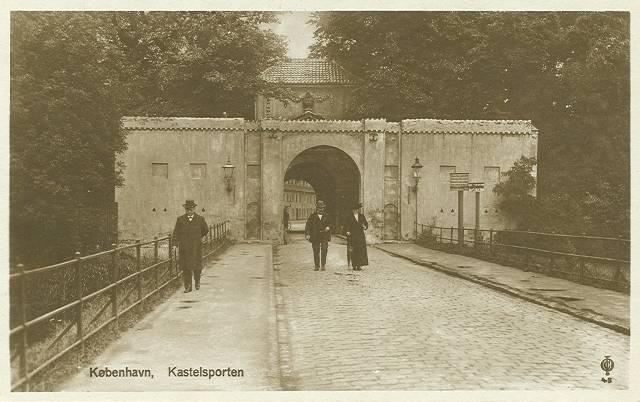 kastellet-postkort-nr-48-med-kastelsporten-ca-1920