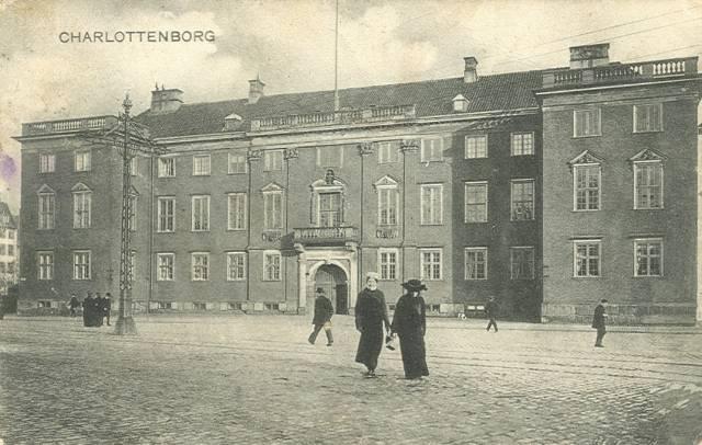 kongens-nytorv-postkort-nr-3642-med-charlottenborg-ca-1909