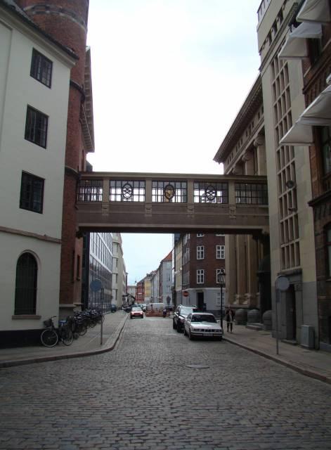 laksegade-set-fra-knaekket-mod-bremerholm