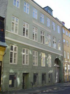 Larsbjørnsstræde 8 - lille - tv