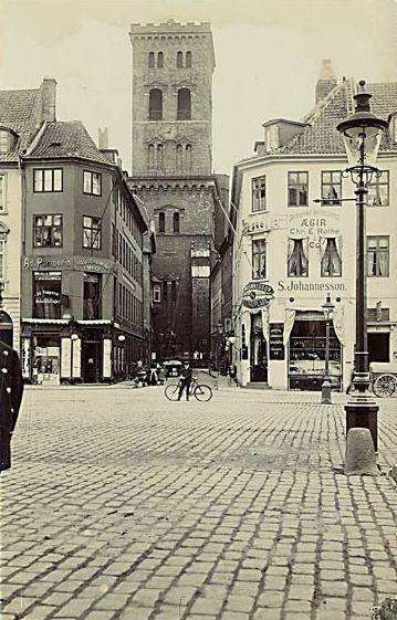 lille-kirkestraede-postkort-set-fra-hoejbro-plads-ca-1912