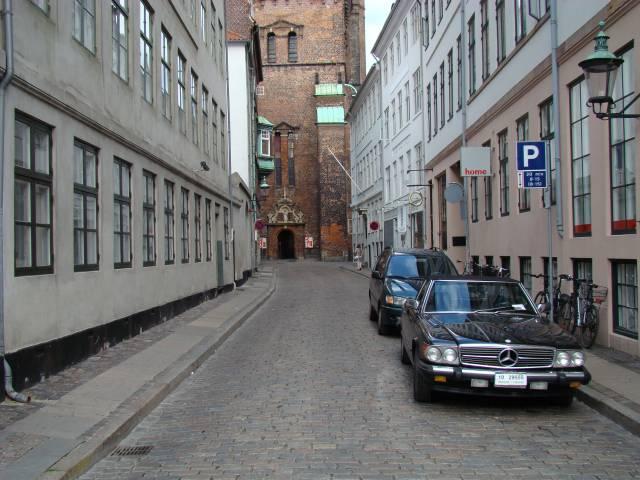 lille-kirkestraede-set-fra-hoejbro-plads-foto-fra-2008