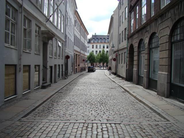 lille-kirkestraede-set-mod-hoejbro-plads-foto-fra-2008