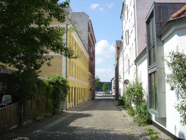 lille-soendervoldstraede-set-fra-dronningensgade-foto-fra-juni-2006