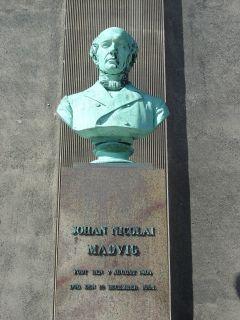 Madvig, J. N. - buste på Frue Plads