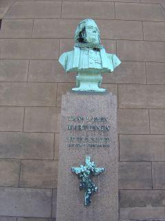 Martensen, Hans Lassen - buste på Frue Plads