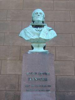 Mynster, J. P. - buste på Frue Plads