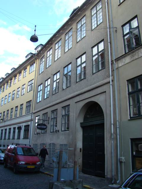Naboløs 4 - Snaregade 4 - 7