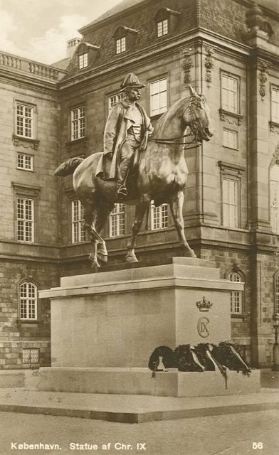 Nielsen, Anne Marie Carl - postkort af hendes rytterstatue med Christian IX