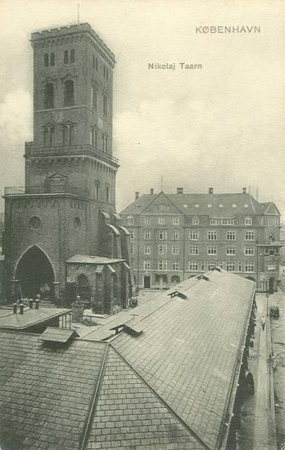nikolaj-plads-postkort-med-nikolaj-taarn-og-slagterboderne-afsendt-i-1907