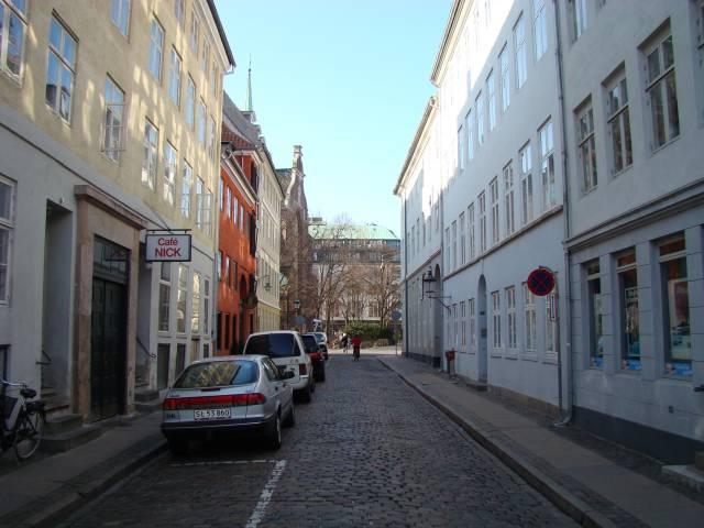 nikolajgade-set-fra-dybensgade-mod-nikolaj-plads