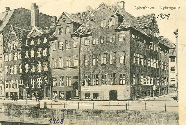 nybrogade-husraekken-nybrogade-14-22-postkort-fra-1908