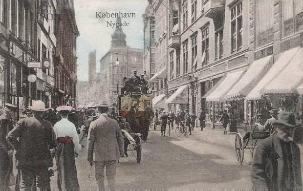 nygade-postkort-med-nygade-set-mod-gammel-torv-og-nytorv-ca-1908