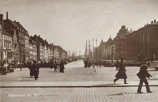 nyhavn-postkort-med-nyhavn-set-fra-kongens-nytorv-ca-1920