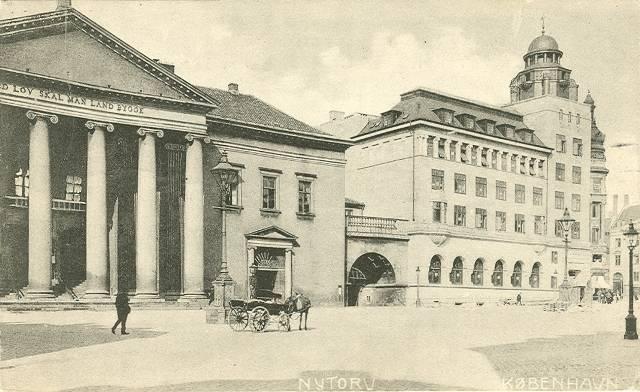nytorv-postkort-med-domhuset-og-frederiksberggade-afsendt-i-1917