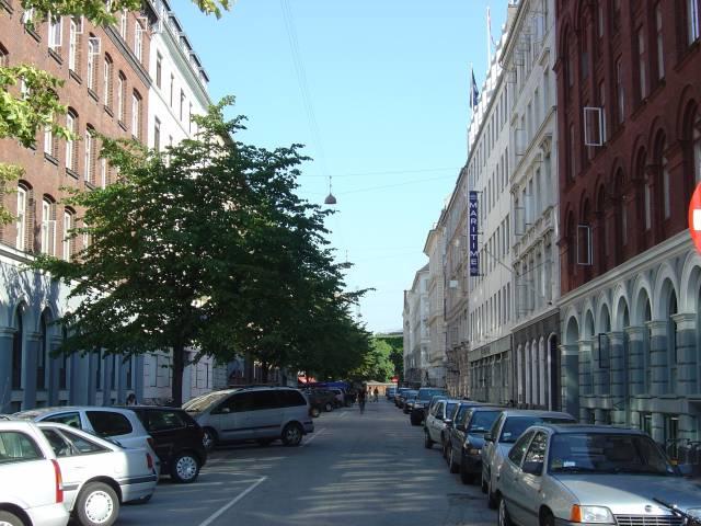 peder-skrams-gade-set-fra-havnegade-foto-fra-juli-2006