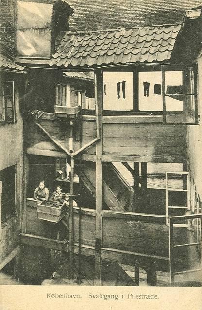pilestraede-postkort-nr-520-med-svalegang-ca-1910