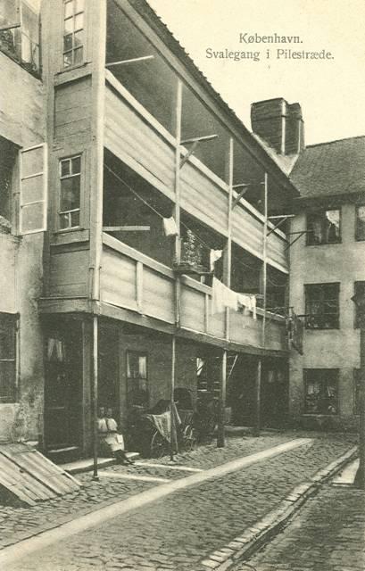 pilestraede-postkort-nr-573-med-svalegang-ca-1910