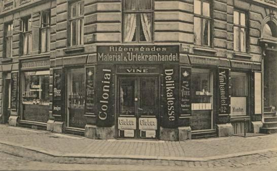 rigensgade-postkort-med-material-og-urtekramhandel-afsendt-ca-1915